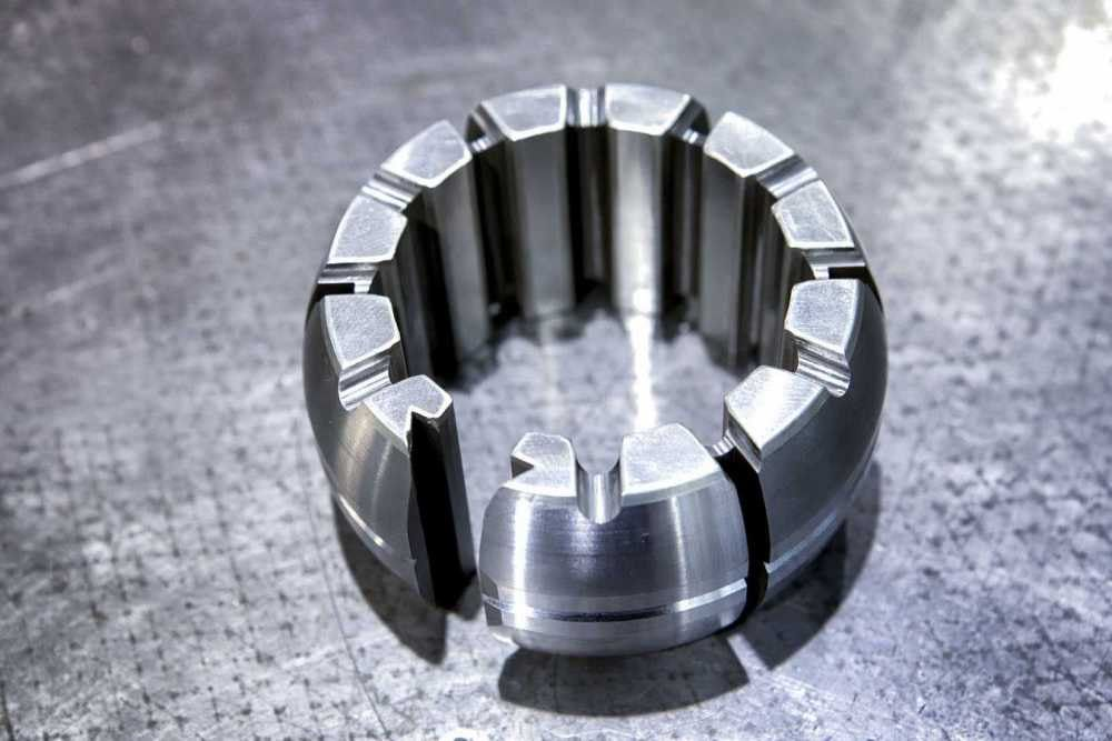 Grinding spindle tilting pad
